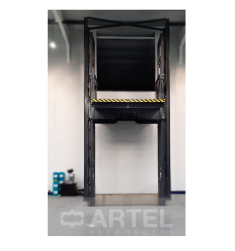 Plataformas elevadoras para transporte de carga. Montacargas